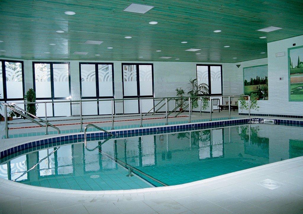 La piscina delle terme di tabiano t spatium day spa terme di tabiano - Piscina di acqui terme ...
